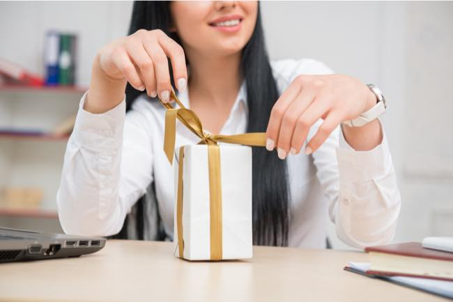 how to build better relationships by gifting right