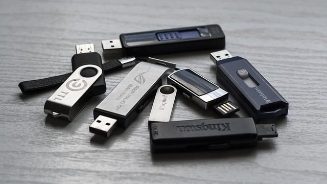 Be in the memory of your client by giving them a USB as a corporate gift from Print City